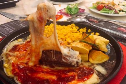 """Mải mê thưởng thức Cheesesteak kéo sợi """"ngon quên lối về"""" ở thiên đường ẩm thực Elsol"""