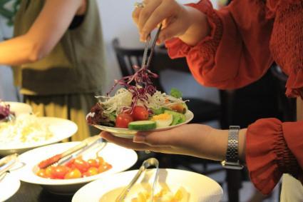 Thưởng thức Beefsteak độc đáo với buffer salad hoàn toàn miễn phí